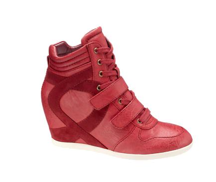 Sneakers con cuña de Deichmann por 29,90 euros disponible en varios colores