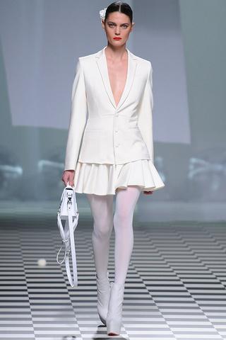 Falda con vuelo y blazer de David Delfin Madrid Fashion Week