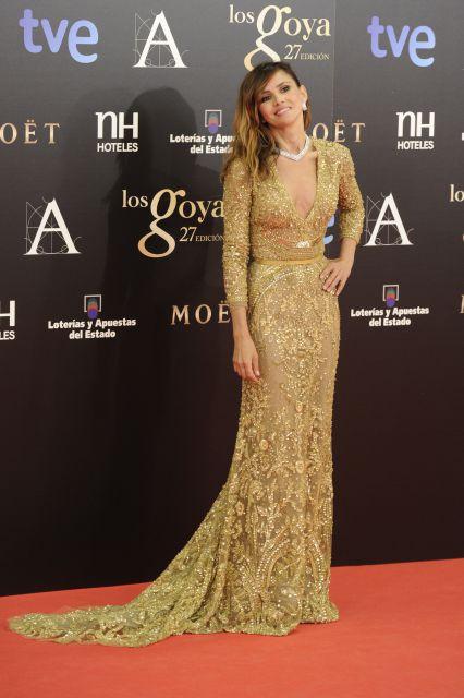 Goya Toledo, de dorado, entre las más elegantes en la alfombra roja
