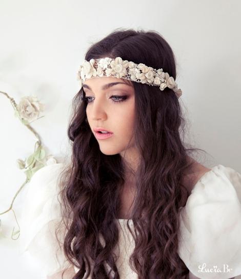 Cinta de flores blanca para novias