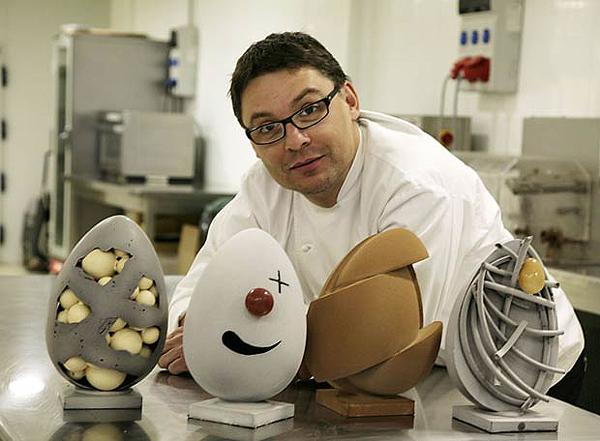 Oriol Balaguer posa para imchef.org con algunas de sus creaciones