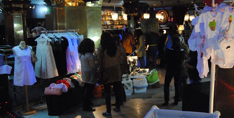 Panorámica de Sweet Market y detalle de la exposición de Ethic Rose en el showroom