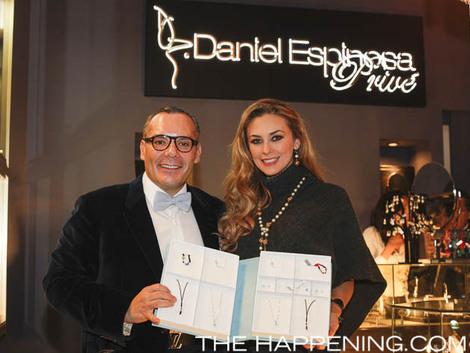 Espinosa junto a Aracely Arámbula en la presentación de Sweet Dreams