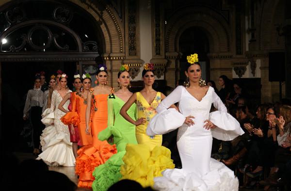 Detalle de las modelos con vestidos de Juana Martín