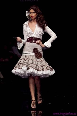 Margarita Freire propone una falda de volantes corta