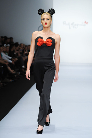 Mickey Mouse hecho mujer