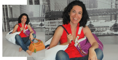 Rosana Pérez posa con sus bolsos