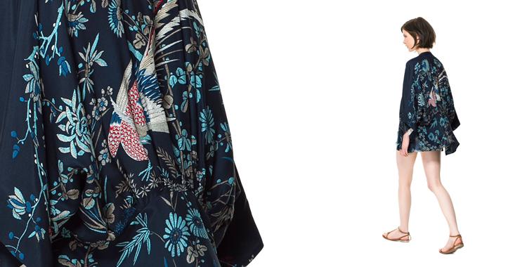 Kimono azul de Zara con pájaro en la espalda