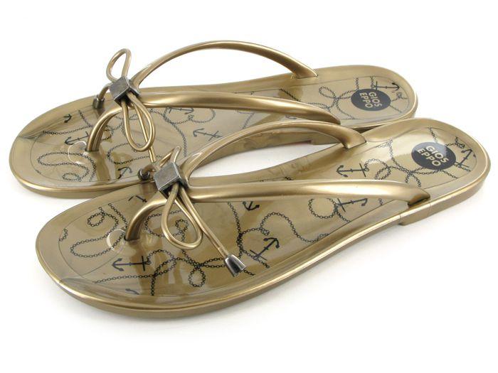 Chancla en color dorado de Gioseppo modelo Brela. Precio: 17,95 euros