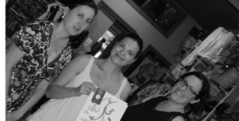 Paloma Silla (Destáca-te) entrega junto a Lola Miquel el estudio a Cristina Muñoz