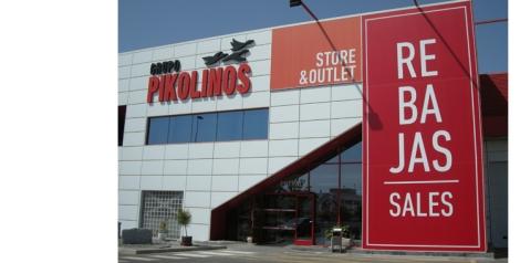 Pikolinos cuenta con una de las tiendas más extensas donde podemos encontrar además otras marcas como la de Martinelli