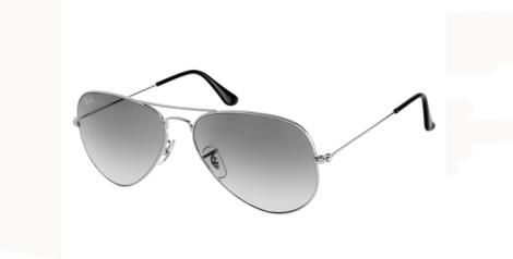Las gafas estilo aviador de Rayban llevan muchas temporadas acompañando a los mejores looks