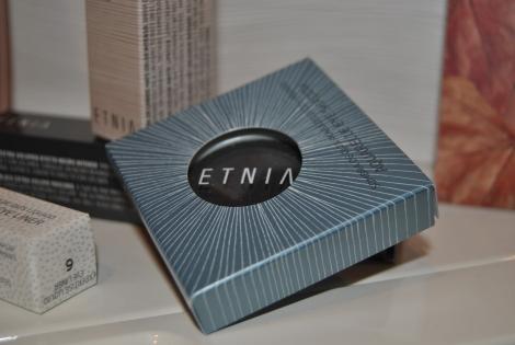 Sombra de ojos, labial, máscara de pestañas y eye liner de Etnia