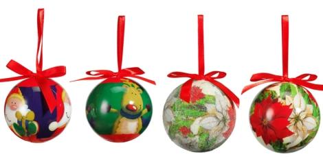 Bolas de navidad con motivos como las flores de pascua y Papa Noel