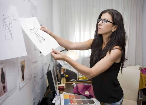 Imagen de Virtudes trabajando en su taller