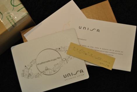 Unisa adjuntó en el envío el catálogo de las novedades primavera-verano 2014, una almohadilla para ordenador de regalo y una carta de agradecimiento