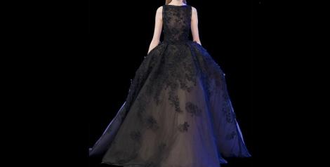 El 'total black' también protagonista en las principales pasarelas de moda