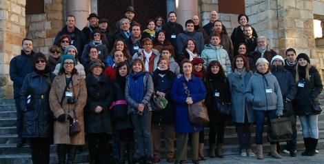 Foto de familia en La Laboral de algunos de los asistentes al II Congreso de Escritores Noveles