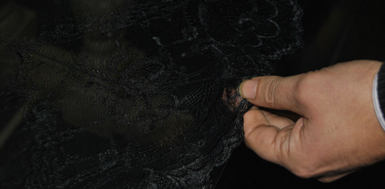 Coger del centro de la mantilla