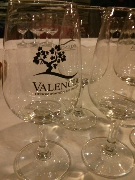 Detalle de las copas de de DO Valencia en la charla de Chema García