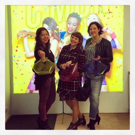 Mavitrapos, MissPersonalChopped y Paloma Silla (Destaca-te) en el photocall de Etnia Cosmetics. Imagen de Mavitrapos
