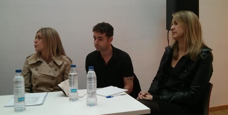 Periodistas participantes en la mesa redonda periodistas vs bloggers. Entre ellos, Daniel Borrás y Carmen Velasco