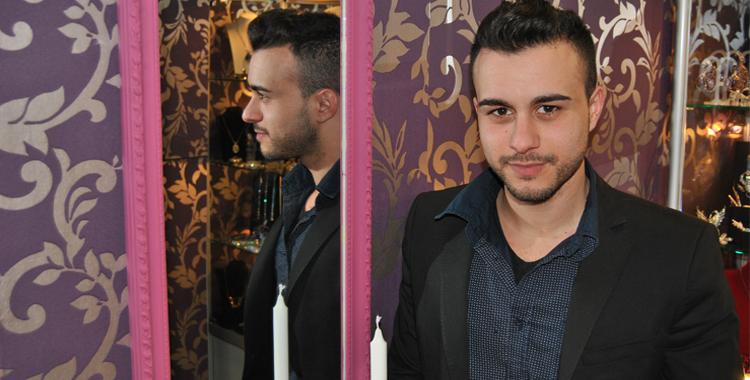 Gabriel Gómez (Diamante Negro) en su tienda de Torrent