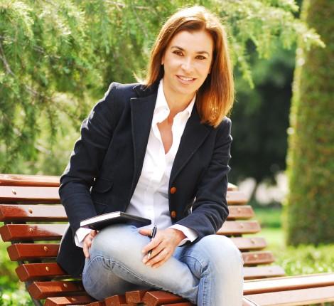Carmen Posadas Destaca como escritora y por su elegancia y buen gusto en el vestir