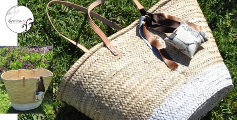 Un capazo XXL. Pintado, con lazos y detalle maniquí es ideal para las toallas y los accesorios para ir a la playa. Un modelo sencillo y elegante