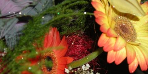 Puedes optar por flores más económicas para decorar tu boda