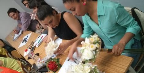 Los alumnos conociendo de primera mano las tendencias en floristería