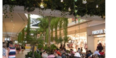 Vista de una de las terrazas del centro comercial La Alegría en Playa del Carmen