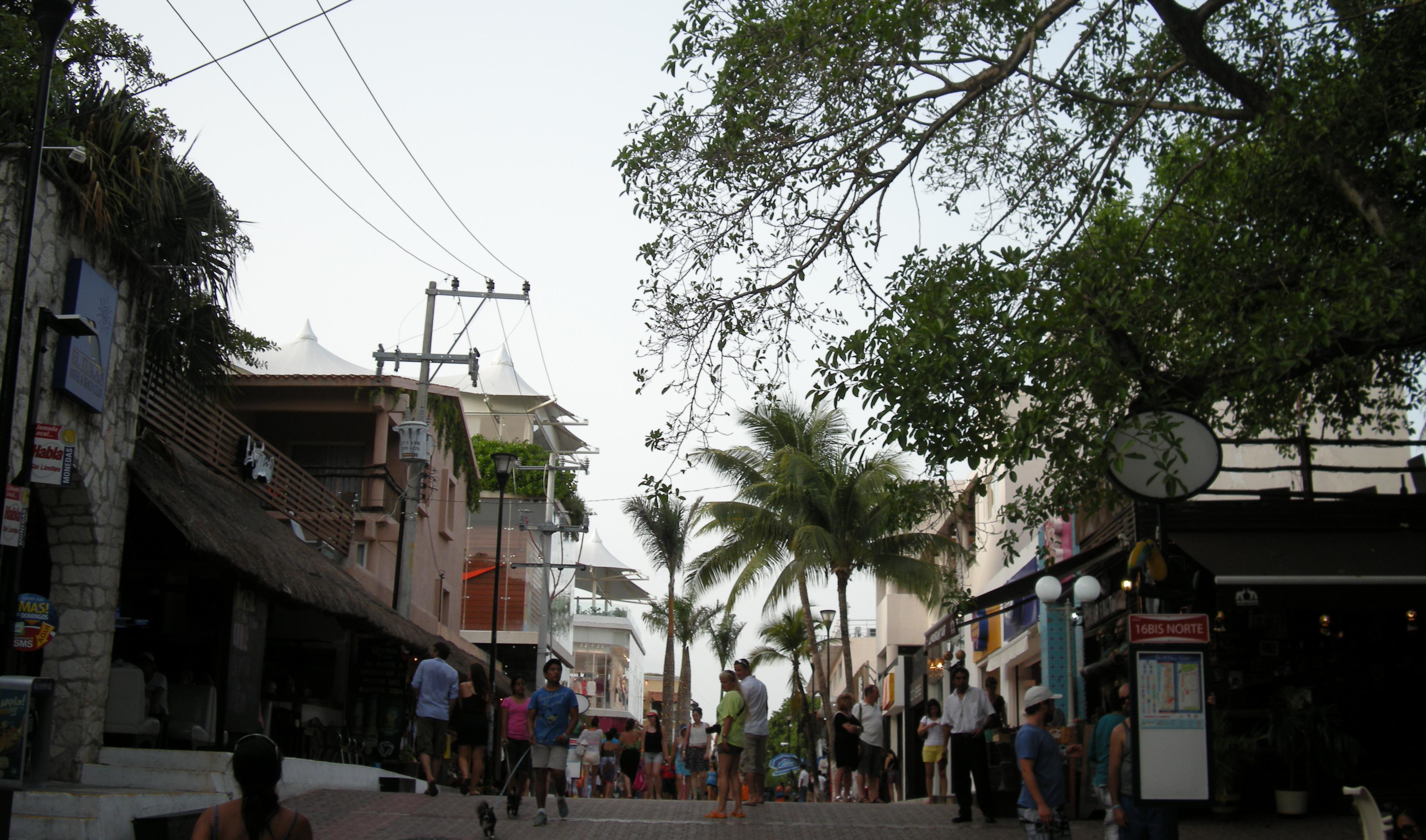 Vista de la quinta avenida en Playa del Carmen