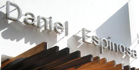 Daniel Espinosa es un diseñador mexicano y buen embajador de su tierra