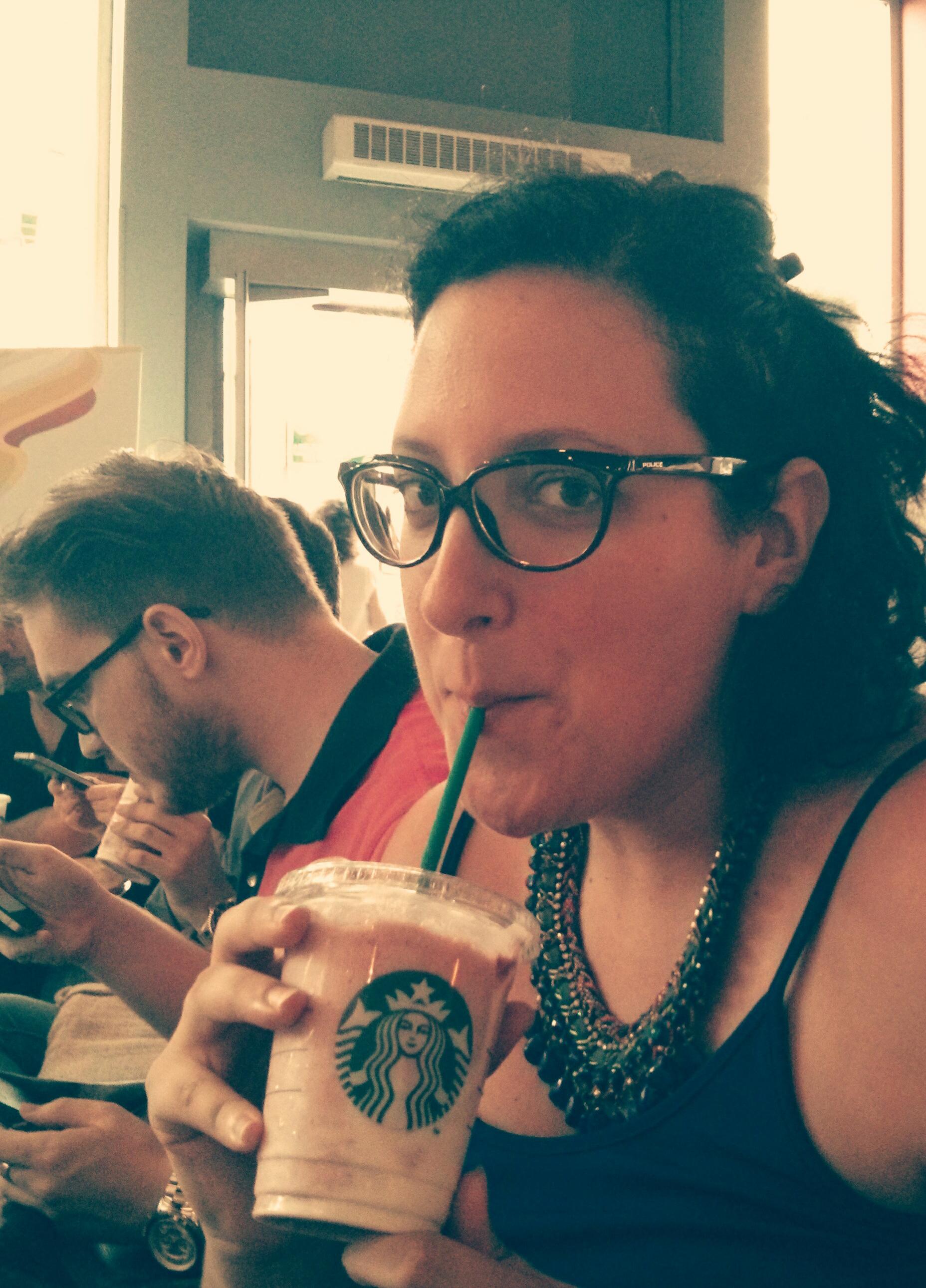 Probando el nuevo Frapuccino de Frutos Rojos