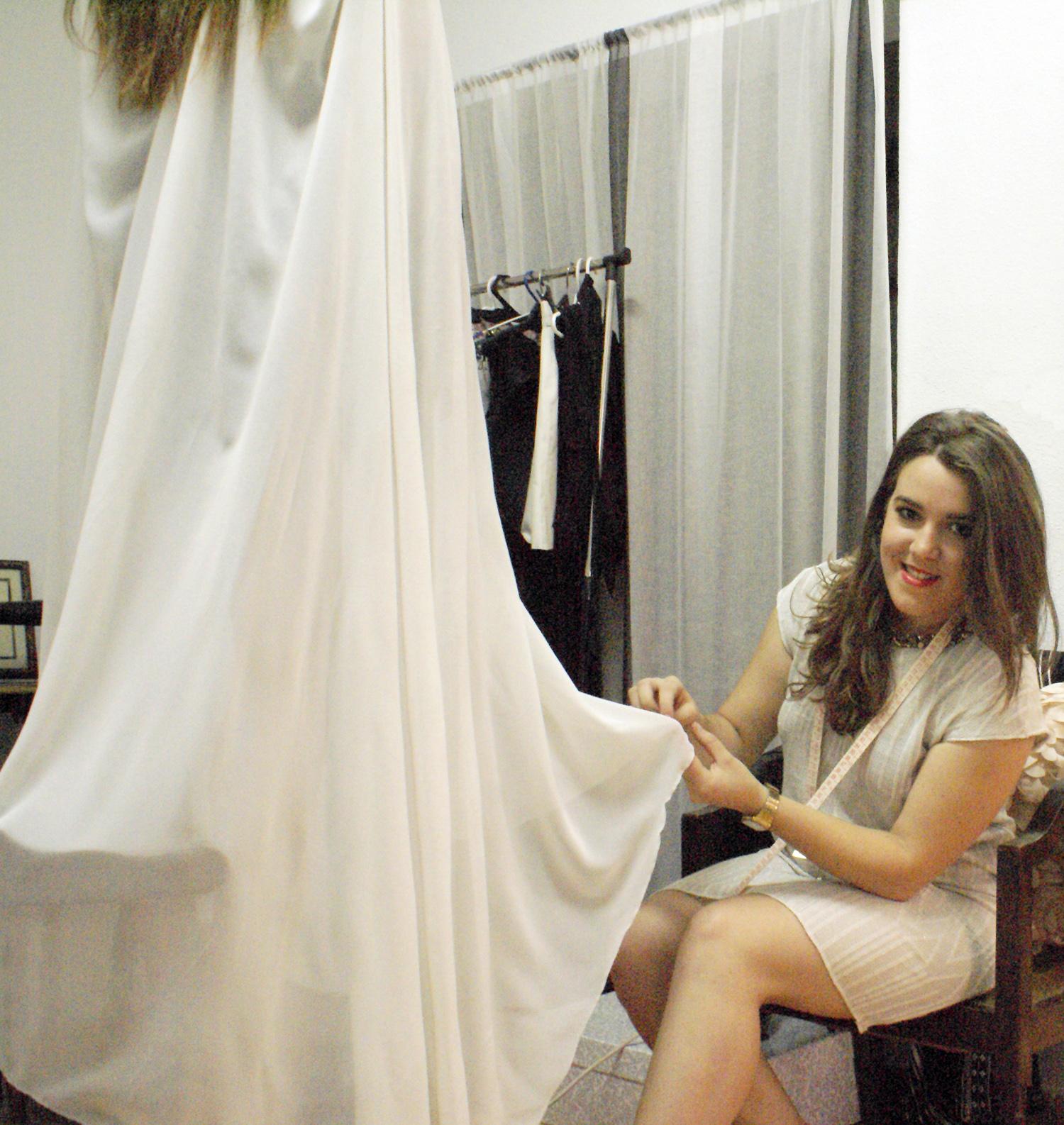 Sandra trabajando en su taller