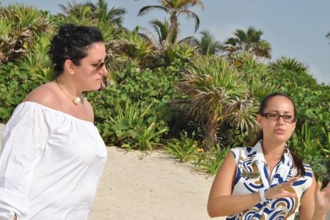 Con Linda Román, asistente de grupos del Bahía Príncipe