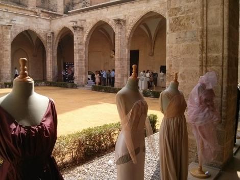 Más vestidos en la exposición de moda