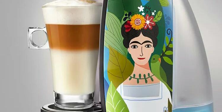Detalle de Frida Khalo en la cafetera de Dolce Gusto