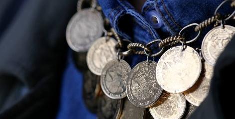 El collar de Memorias de Daniel Espinosa. Elaborado con pesos mexicanos es una colección realmente fantástica