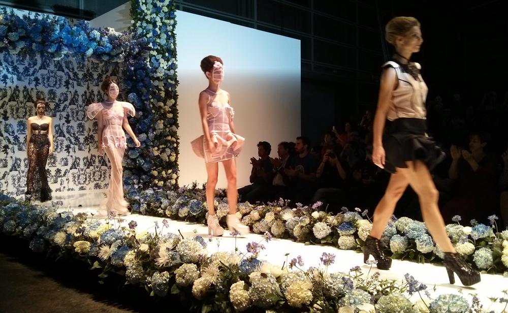 Modelos de Maya Hansen en desfile final 2 Birth desfile Iberflora en Destaca-te
