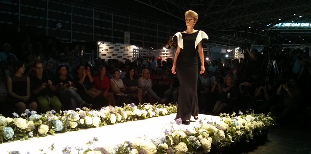 Espectacular vestido en blanco y negro tipo sirena