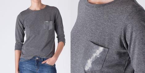 Camiseta de Blanco con bolsillo de paillets gris. Precio: 7.99 euros
