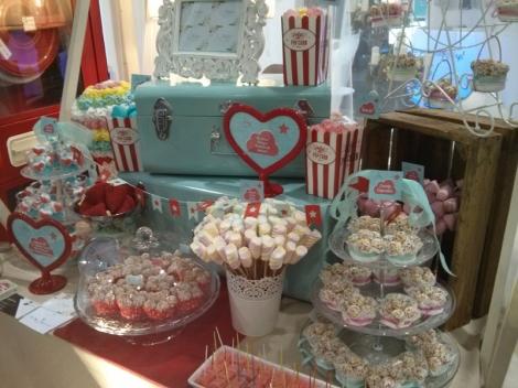 Las mesas dulces no pueden faltar en este tipo de celebraciones