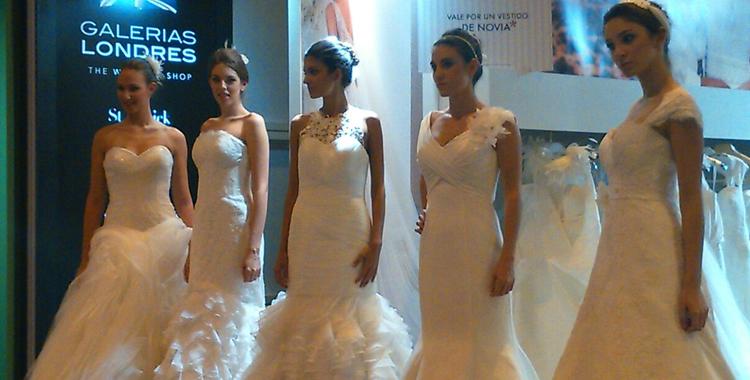 Algunos de los vestidos de novia de Galerías Londres en uno de sus últimos desfiles