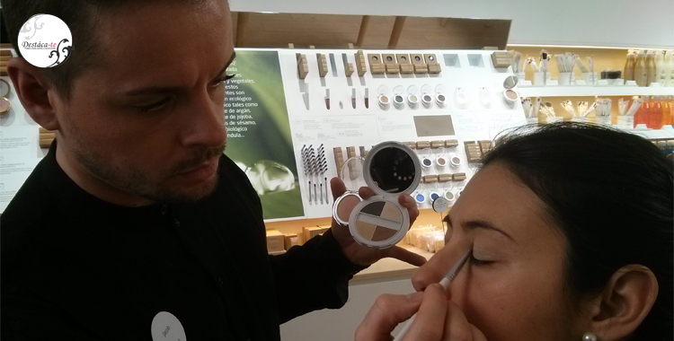 Jacob, de Etnia, explicando el maquillaje de novia, pasos y tendencias