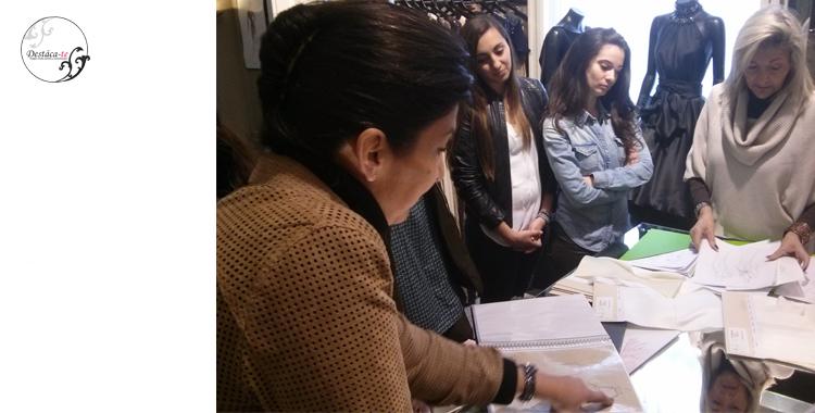 Isabel Cosme nos explica junto a su madre el proceso de confección
