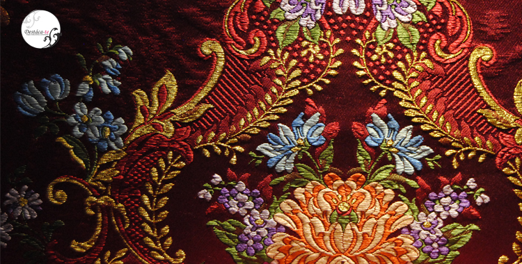 Detalle del bordado de una tela de valenciana