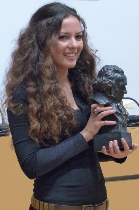 Carmen es recibida por el Ayuntamiento de su ciudad natal, Algemesí, para recibir el reconocimiento y cariño de familiares, amigos y vecinos de la localidad