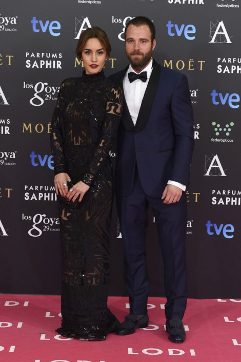 Megan Montaner y Carles Francino sobre la alfombra rosa en imagen de Gtres Online para Telva